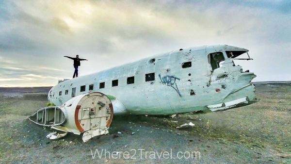 solheimasandur-plane-wreck-man-top-iceland