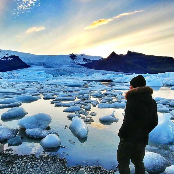 Regarder les icebergs flotter dans un lagon en Islande - Where2travel